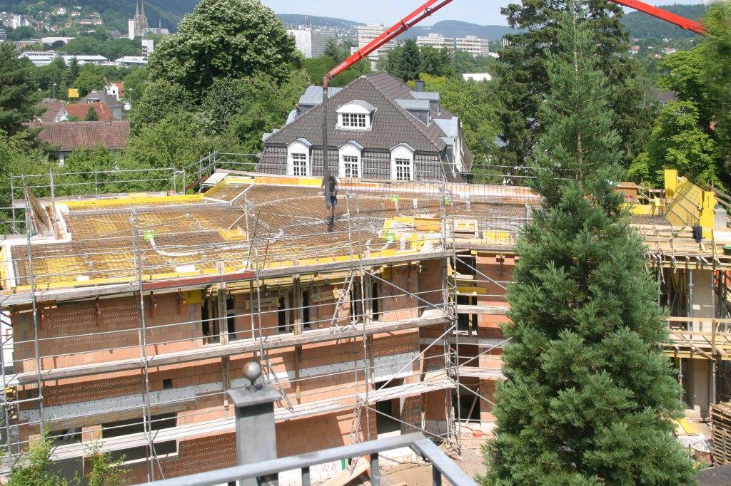 Blick vom Dachgeschoß Höhlsgasse 8 – noch ein Stockwerk steht aus!