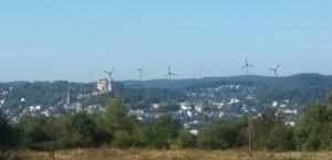 Hansenhaus links, wenn 7 WIA das Schlosspanorama überragen ...